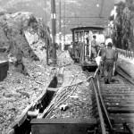 Sirti: la posa di un cavo telefonico lungo la linea ferrovia Genova-Pisa nel 1949